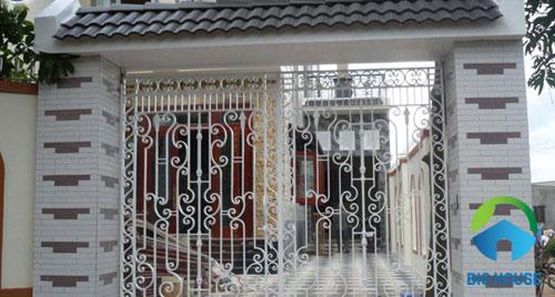 Tạo điểm nhấn cho cổng nhà bằng gạch thẻ tạo hình khối