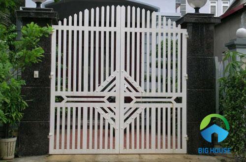 gạch ốp trụ cổng nhà giả đá màu đen