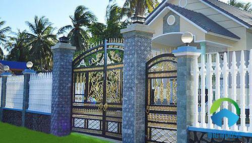 Mẫu gạch ốp trụ cổng màu xanh da trời cho nhà ống
