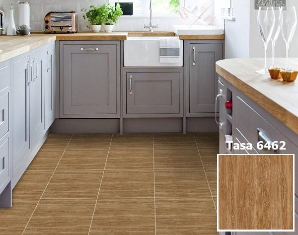 Mẫu gạch lát nền nhà bếp màu vân gỗ nâu sậm, sang trọng