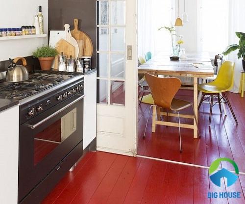 Gạch lát nền màu đỏ vân gỗ cho phòng bếp