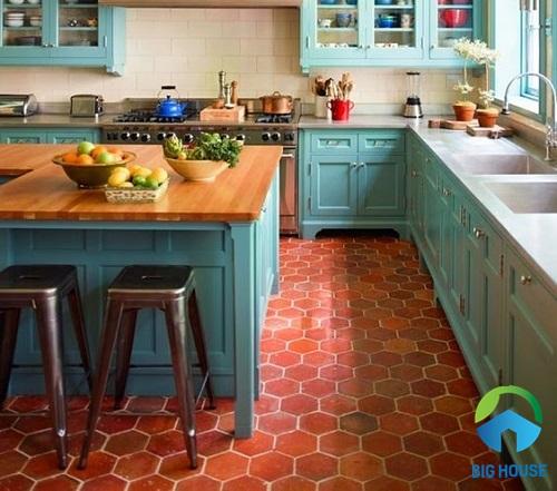 Gạch lục giác màu đỏ độc đáo lát nền cho không gian phòng bếp