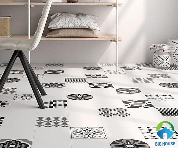 Gạch nền màu trắng kết hợp với gạch bông màu xám