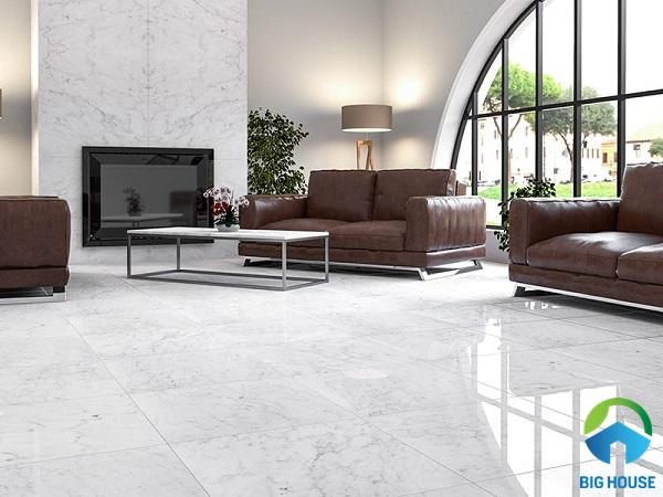 Kết hợp gạch lát nền và gạch ốp tường cùng tông màu trắng
