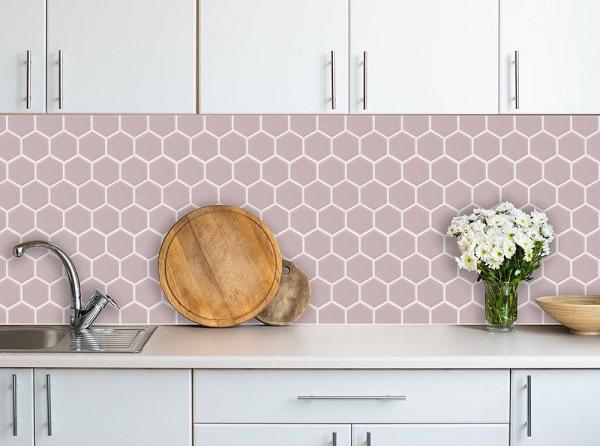 Mẫu gạch mosaic ốp bếp màu hồng nhẹ nhàng
