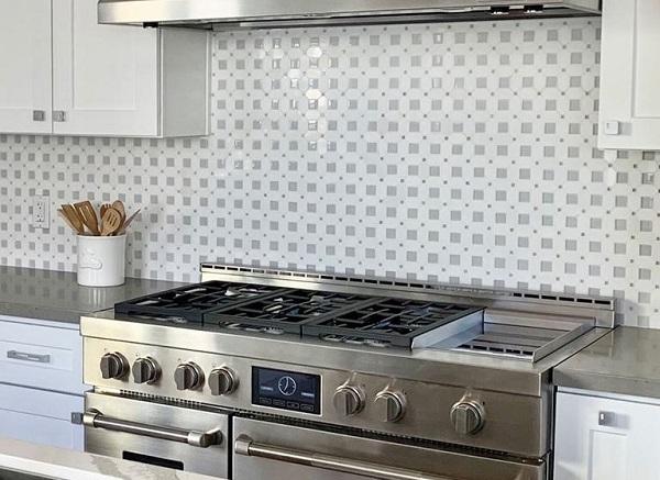 Gạch ốp bếp mang phong cách đơn giản
