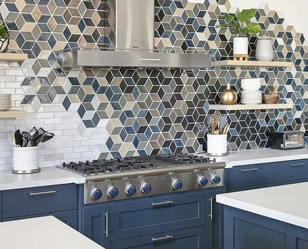 Gạch mosaic lục giác kết hợp với gạch mosaic thẻ trắng