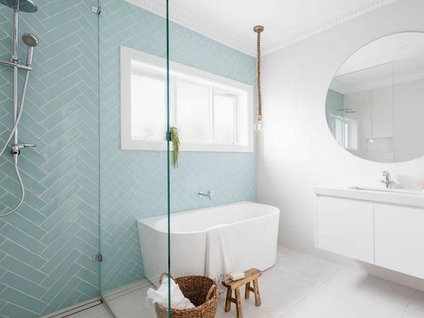 Gạch thẻ ốp tường màu xanh cho phòng tắm thêm thoáng đãng
