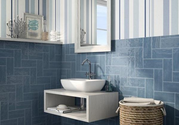 Gạch ốp tường màu xanh thép cho không gian phòng tắm