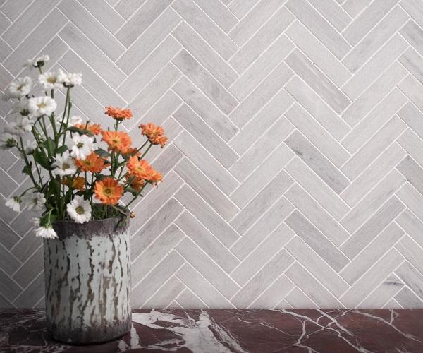 Gạch men hình chữ nhật ốp kiểu ziczac độc đáo cho không gian phòng khách