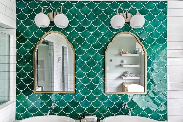 gạch ốp tường màu xanh ngọc lục bảo dạng vảy cá tinh tế, hiện đại
