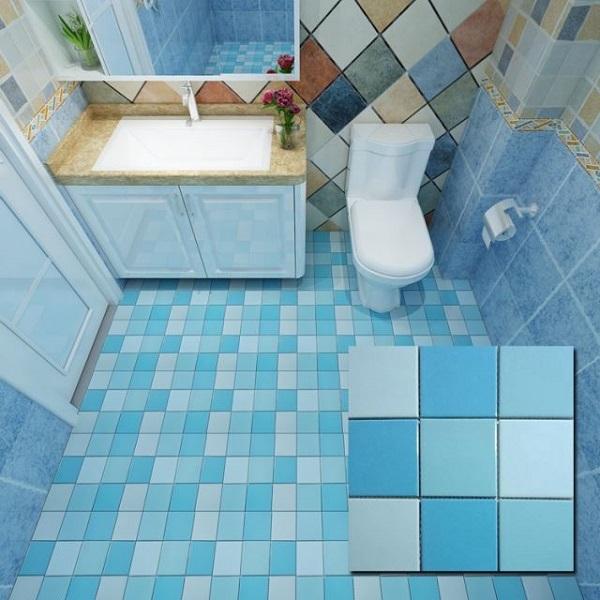 gạch mosaic gốm lát nền phòng tắm với 2 gam màu đậm - nhạt đan xen