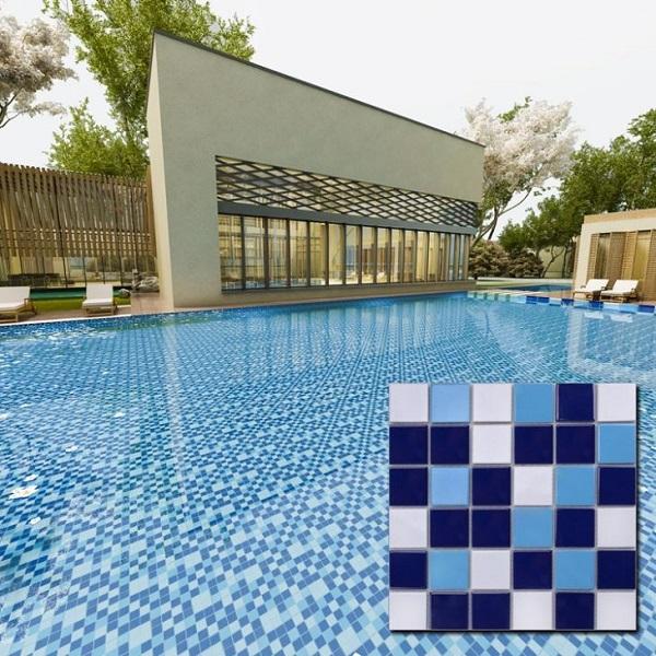 Sự kết hợp giữa 3 gam màu đậm - nhạt của màu xanh cho không gian bể bơi sinh động hơn