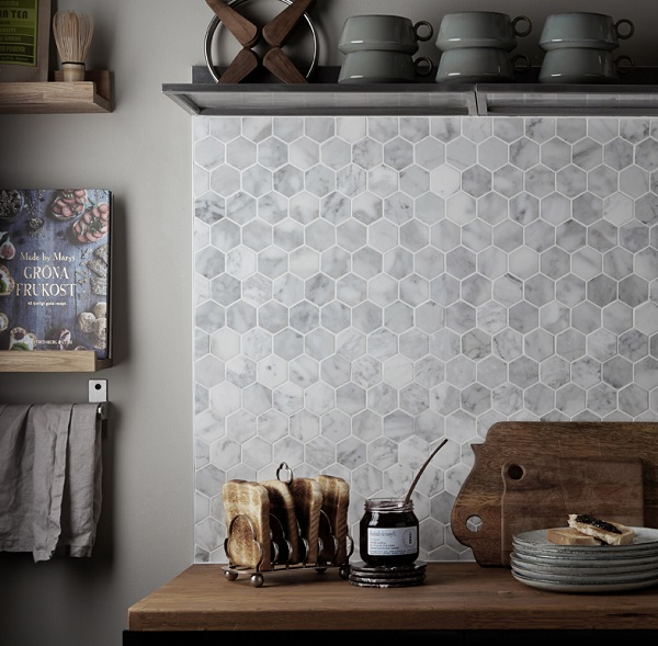 Gạch mosaic gốm hình lục giác vân đá vừa mang tính thẩm mỹ cao, vừa dễ dàng vệ sinh
