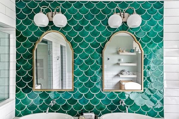 Gạch mosaic vảy cá màu xanh ngọc bích viền trắng tạo hiệu quả thẩm mỹ cao