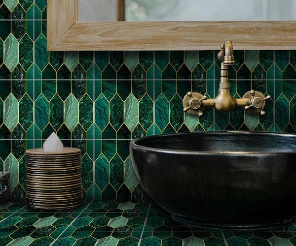 gạch mosaic màu xanh ngọc đậm cho phòng tắm sang trọng