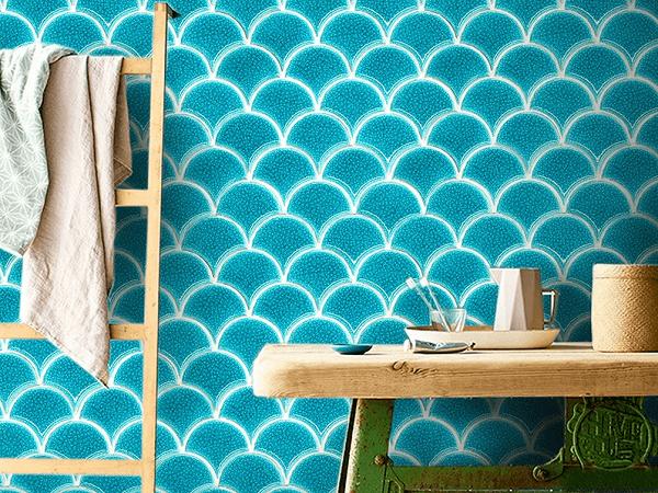 Gạch ốp tường men rạn màu xanh dương cho không gian phòng tắm