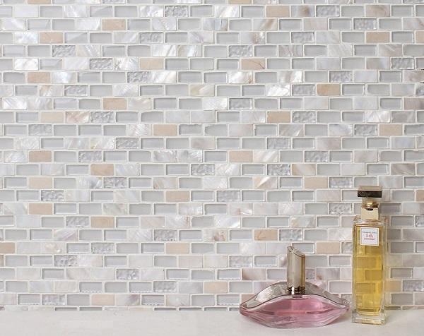 gạch mosaic thủy tinh ốp tường phòng tắm với gam màu nhẹ nhàng, thanh lịch