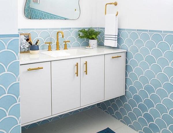 Gạch vảy cá màu xanh dương thanh lịch cho phòng tắm