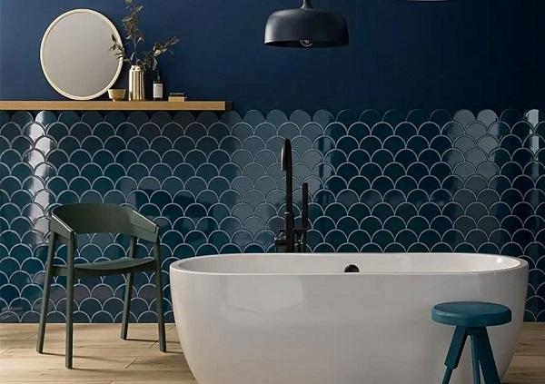 Gạch vảy cá màu xanh dương ốp phòng tắm