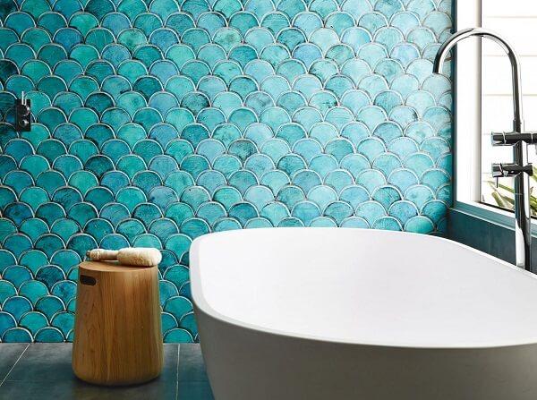 Phòng tắm thêm sinh động hơn với mẫu gạch ốp màu xanh đậm này