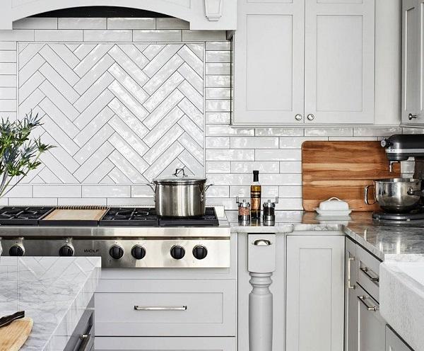 gạch mosaic xương cá ốp bếp màu trắng với vẻ đẹp đơn giản và trang nhã