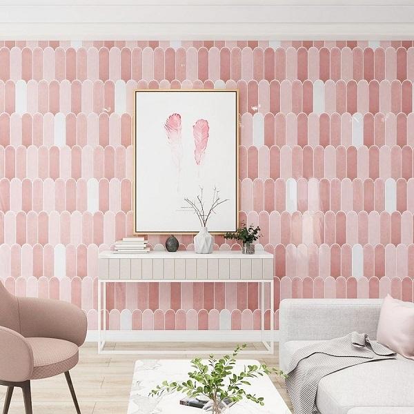Gạch ốp màu hồng nhẹ nhàng, thanh lịch cho không gian phòng khách