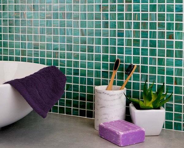 Gạch ốp màu xanh lục sang trọng cho không gian phòng tắm hiện đại