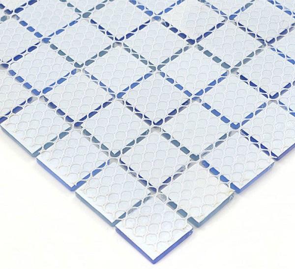 gạch mosaic gốm được dán thành một vỉ hình vuông